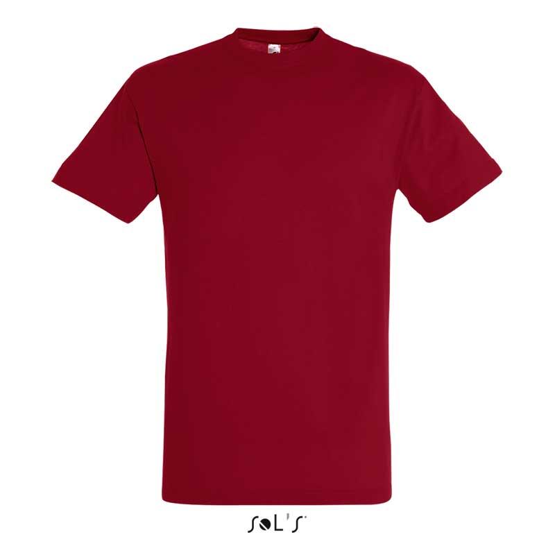 вишневая футболка