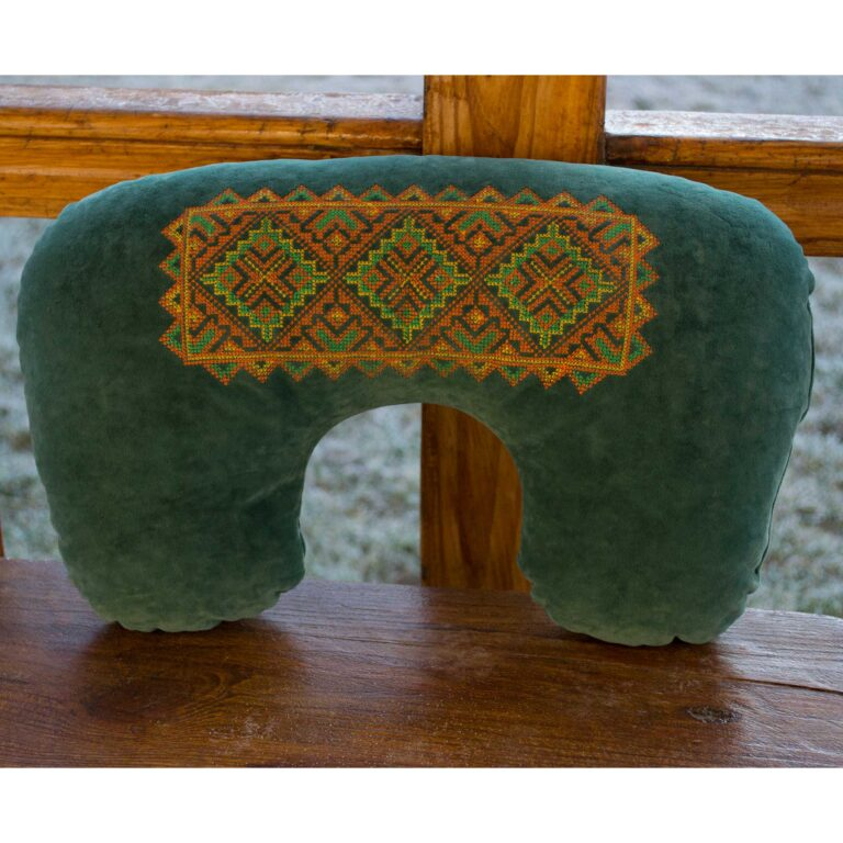 подушка с вышивкой на заказ
