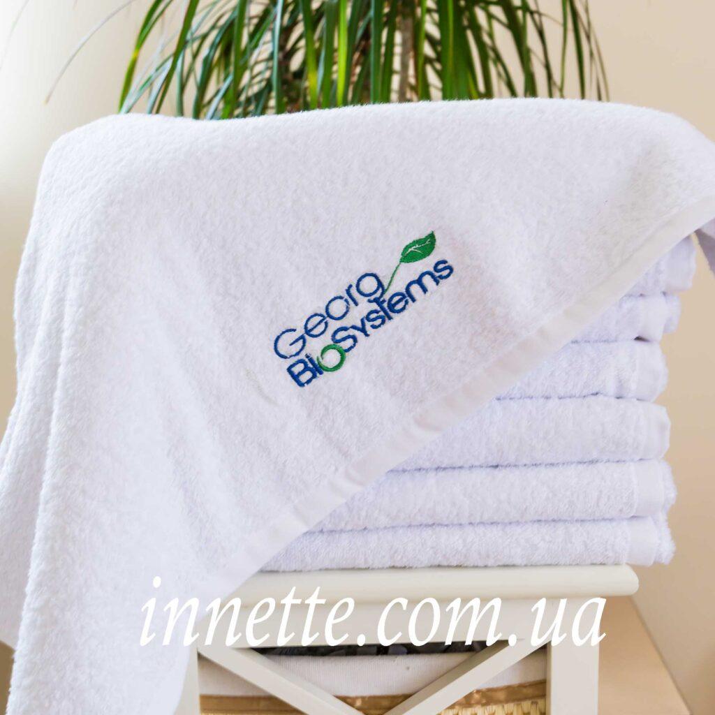 рушники з вишивкою логотипу
